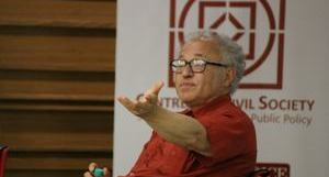 Professor David Friedman discusses 'Law without the State' with a packed audience during his talk at the University of Chicago Centre in Delhi